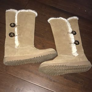 Shoes - Brown UGG style boots